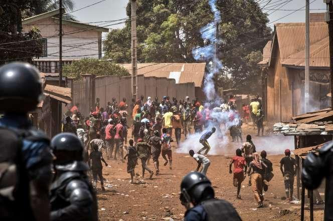Echauffourées dans le quartier de Wanindara, à Conakry, le 27 février.