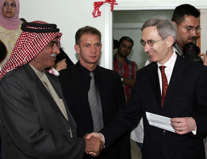 A droite : Michel Duclos, lorsqu'il était embassadeur en Syrie, le 25 octobre 2007.