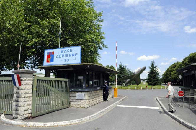 L'entrée de la base militaire de Creil, dans l'Oise.