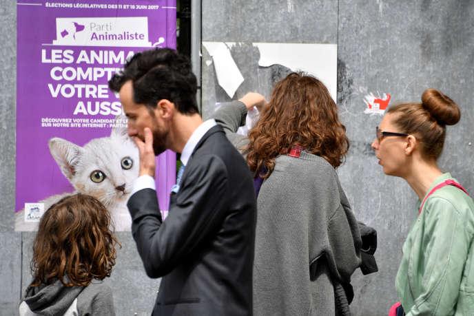 Une affiche du Parti animaliste, avant les élections législatives, à Nantes (Loire-Atlantique), en 4juin2017.
