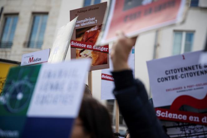 Manifestation du mouvement «Science en danger» à Paris, le 25 février.