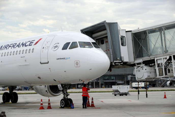 Un Airbus A321 d'Air France, à l'aéroport de Roissy-Charles-de-Gaulle, près de Paris, en juin 2019.