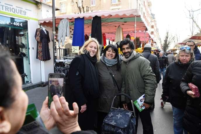 Danielle Simonnet et l'ancien footballeur Vikash Dhorasoo, candidats de La France insoumise, à Paris, le 21 février.
