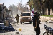 Les rebelles syriens à Saraqeb, dans la province d'Idlib, le 27février.