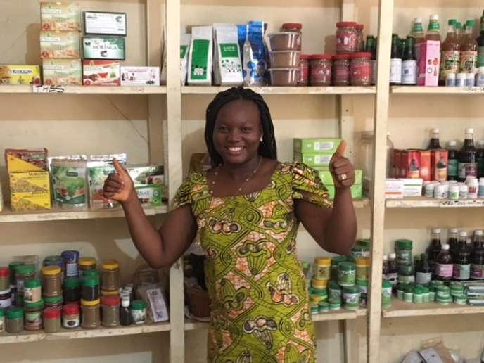 Lucia Allah-Assogba dans sa boutique Togosime, à Lomé.
