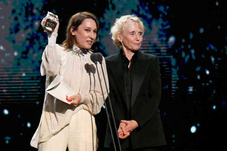 Redoutant un «lynchage public», Roman Polanski était le grand absent de la cérémonie, tout comme l'équipe de son film. Ce sont Emmanuelle Bercot et Claire Denis qui étaient sur scène pour remettre le César de la meilleure réalisation.