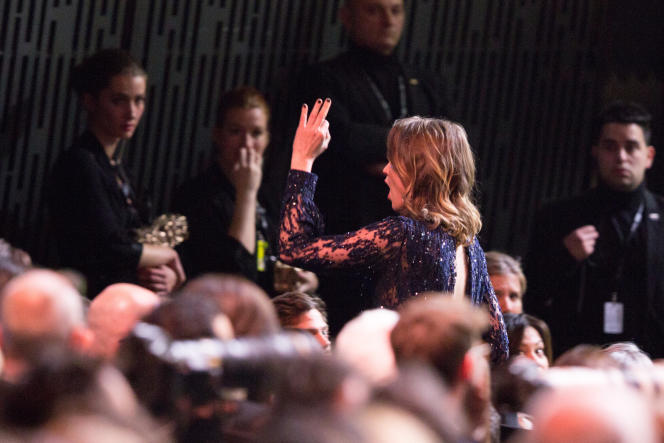 Adèle Haenel quitte la 45ecérémonie des Césars au moment où Roman Polanski est récompensé pour la meilleure réalisation, vendredi28février.