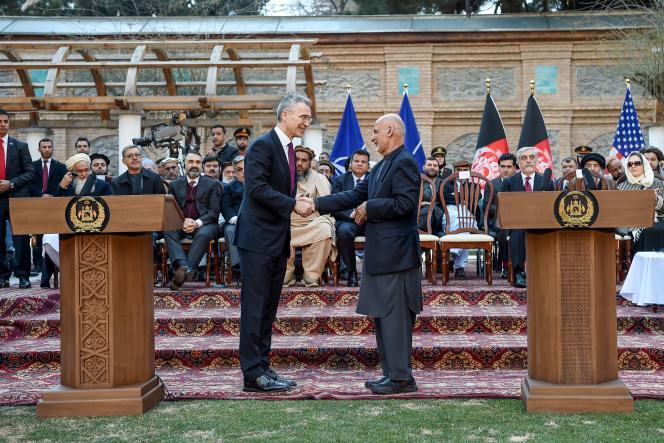 Le président afghan Ashraf Ghani et le secrétaire général de l'OTAN, Jens Stoltenberg, à Kaboul, le 29 février.