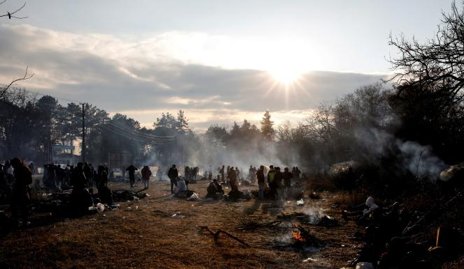 Un camp de migrants installé à la frontière turque, à Edirne, le samedi 29 février.