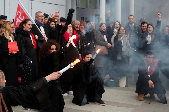 Grève des avocats contre la réforme des retraites, à Paris, le 24 février.