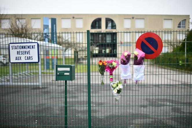 Après la mort d'un enseignant du collège Jean-de-La-Fontaine, à Crépy-en-Valois (Oise), le 28 février.