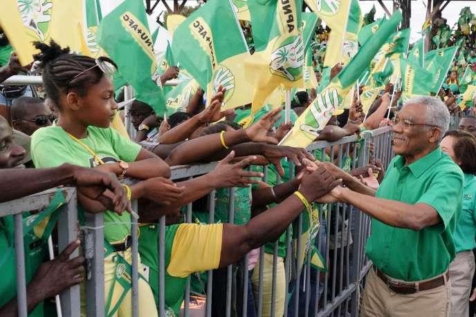Lors d'un meeting de campagne du président du Guyana, David Granger, candidat à sa succession, le 29 février à Georgetown.