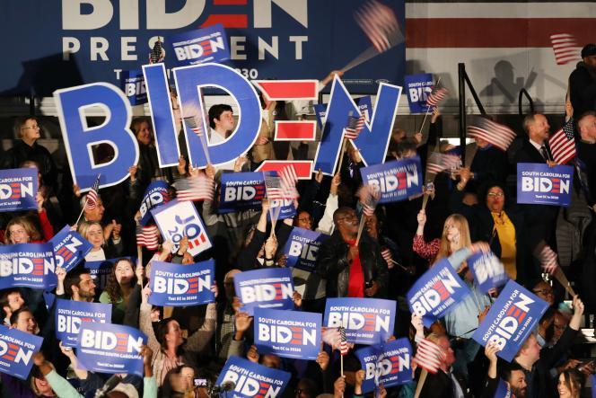 Des partisans de Joe Biden célèbrent la victoire de leur candidat dans cet Etat, à Columbia, samedi 29 février.