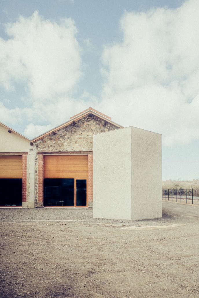 L'entrée de l'atelier d'Emmanuel Barrois, en Haute-Loire, aménagé par le cabinet d'architectes Antoine Dufour.