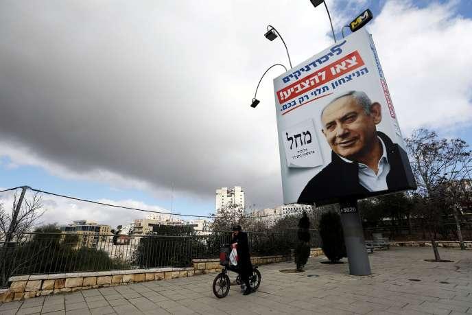 Une affiche de campagne du Likoud, avec son président, Benyamin Nétanyahou, dans les rues de Jérusalem, dimanche1ermars.