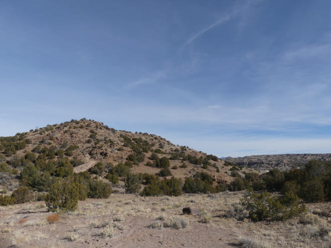 Au plus grand angle (25 mm), il est presque impossible de distinguer le randonneur sur la colline.