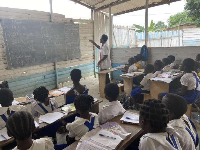 Dans une école clandestine de Douala, les petits anglophones retrouvent le plaisir d'apprendre.