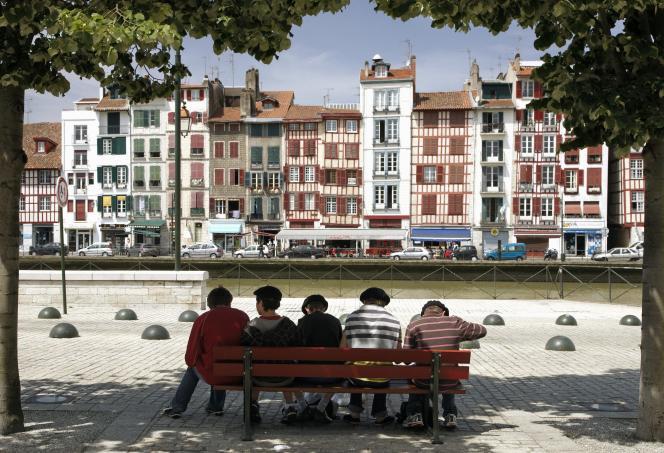 Le taux de rendement locatif moyen à Bayonneest de 4,4 % brut, selonMeilleursagents.