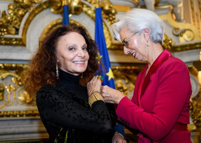 Diane von Fürstenberg, décorée par Christine Lagarde.