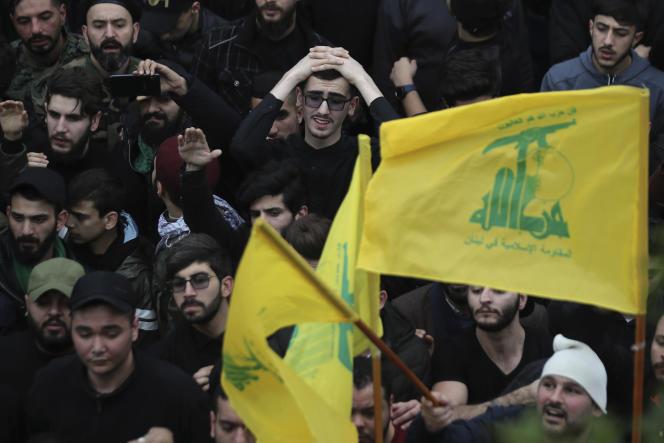 Funérailles, dans la banlieue sud de Beyrouth (Liban), le 1er mars, de combattants du Hezbollah tués dans la région d'Idlib, dans le nord-ouest de la Syrie.