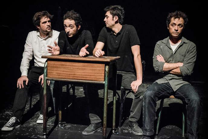 Les quatre acteurs-créateurs de la compagnie Les Maladroits : Hugo Vercelletto, Arno Wögerbauer, Valentin Pasgrimaud et Benjamin Ducasse.