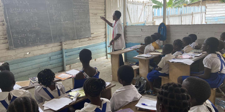 """Résultat de recherche d'images pour """"Au Cameroun, une école primaire clandestine éduque les enfants « traumatisés par la guerre »"""""""