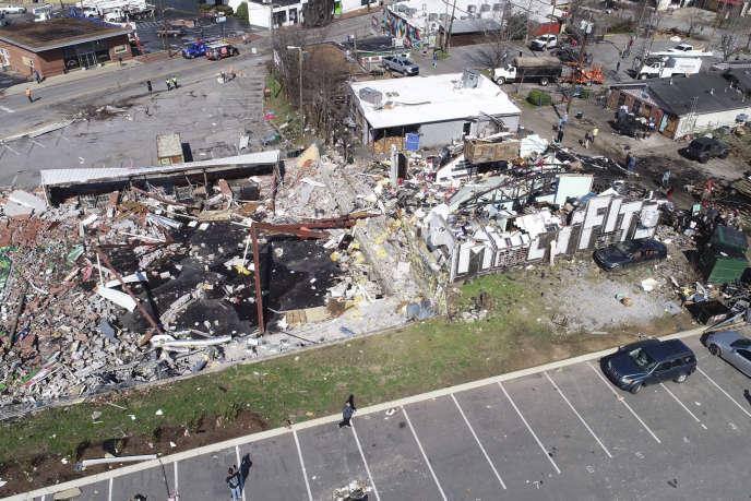 Vue aérienne sur des bâtiments de Nashville après le passage de la tornade, mardi3mars.