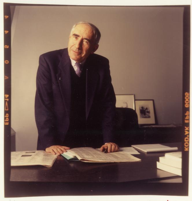 Jacques Lesourne, ancien directeur du « Monde », en 1992.