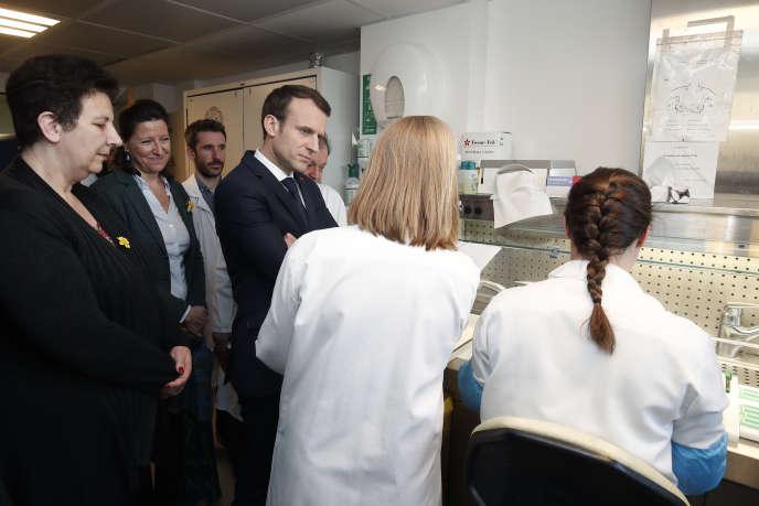 Le président Emmanuel Macron, à l'Institut Curie, le 29 mars 2018, à Paris.