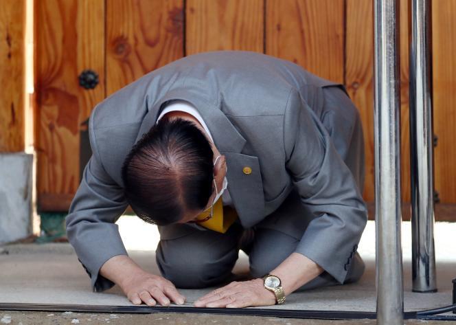 Lee Man-hee, gourou de la secte Shincheonji, présente ses excuses, le 2 mars àGapyeong