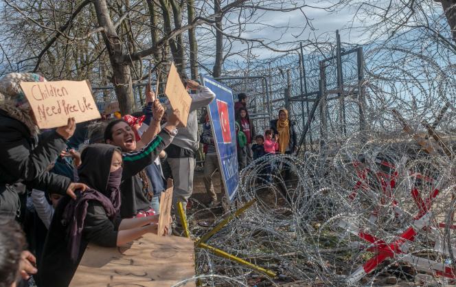 Migran di sepanjang perbatasan antara Turki dan Yunani, pada Maret 2020, di Edirne (Turki).