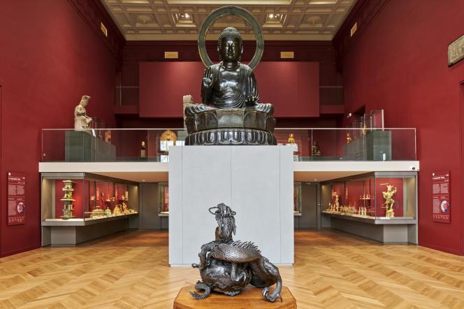 L'un des joyaux du musée,le bouddha Amida, un géant en bronze de 4,4 m (Japon, époque Edo), acquis par Cernuschi en1871, désormais posé sur un nouveau socle et débarrassé de son dosseret.