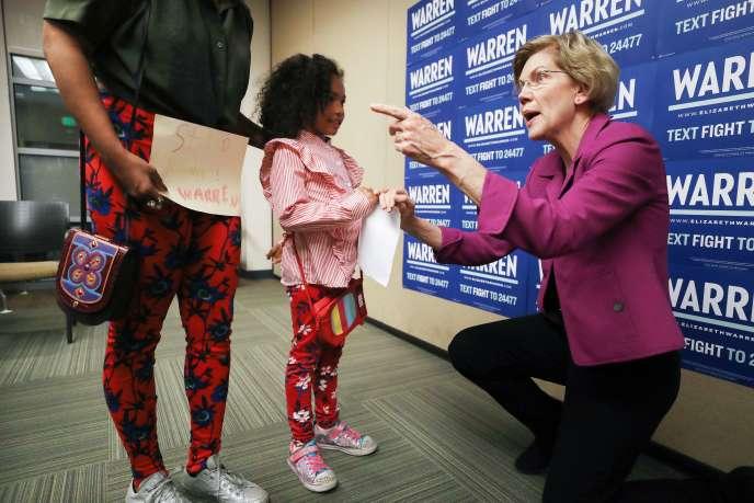 La sénatrice américaine Elizabeth Warren, en marge d'un meeting à Monterey Park (Californie), le 2 mars 2020.