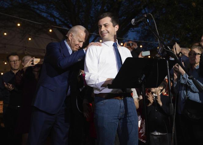 Pete Buttigieg (au centre) a apporté son soutien à Joe Biden, à Dallas au Texas, lundi 2 mars.