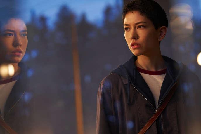 Sonoya Mizuno reste presque indéchiffrable dans le rôle de Lily Chan.