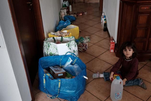 300 euros de nourriture viennent d'être achetés par la famille, le 25février.