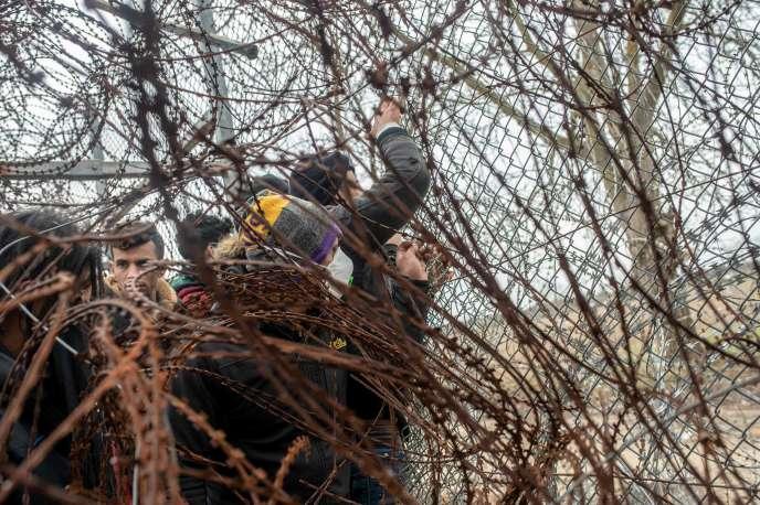 A la frontière gréco-turque près de Kastanies, en Grèce, mercredi 4 mars.