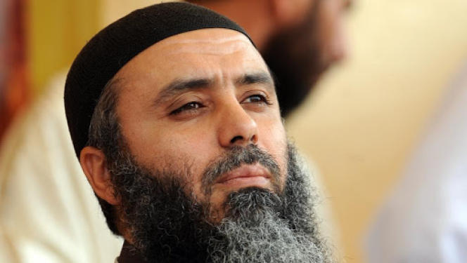 Le chef djihadiste Abou Iyadh, en mai 2012 à Kairouan, en Tunisie.