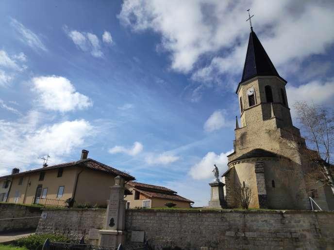 L'église Saint-Martin, au centre de la commune de Buellas (Ain), le 5 mars.