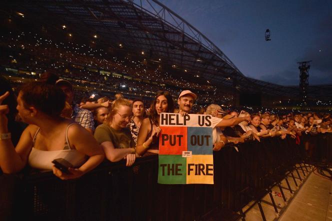 Lors d'un concert caritatif en faveur des victimes des incendies, le 16 février, à Sydney.