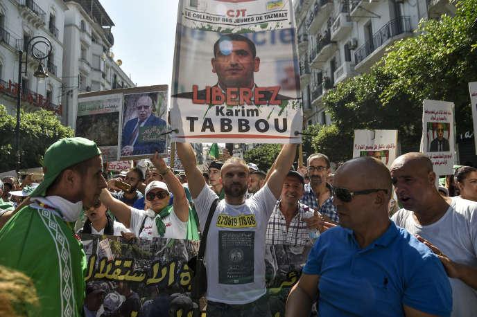 A Alger, le 27 septembre 2019, manifestation de soutien à l'opposant Karim Tabbou.