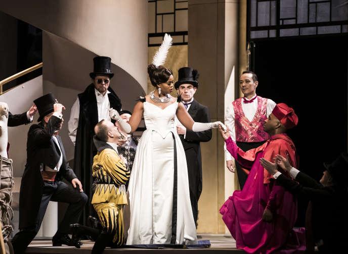 Pretty Yende (au centre) lors d'une représentation de «Manon», de Jules Massenet, mise en scène par Vincent Huguet, à l'Opéra Bastille, à Paris, le 24 février.