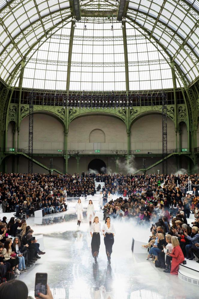 Le défilé Chanel automne-hiver 2020-2021, dans la nef du Grand Palais.