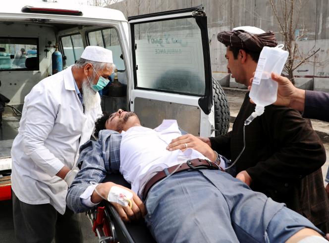 A Kaboul, le 6 mars, sur les lieux de l'attaque.