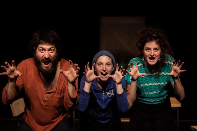 De gauche à droite: Arthur Fourcade (le père), Kathleen Dol (Maja, le fils) et Lucile Paysant (la mère) dans«Maja», de Maud Lefebvre.