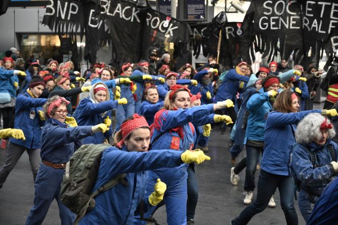 Chorégraphie des« Rosies» lors d'une manifestation contre la réforme des retraites, à Paris, le 24 janvier.