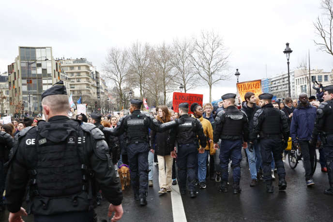 A l'arrivée du cortège du 8-Mars sur la place de la Bastille, à Paris.