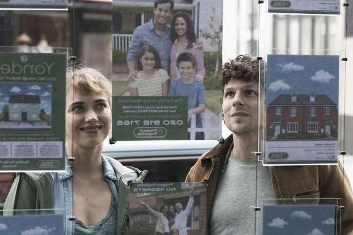 Imogen Poots et Jesse Eisenberg dans le film«Vivarium», de Lorcan Finnegan.