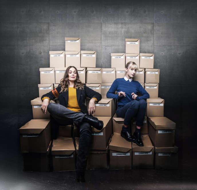 Astrid (Sara Mortensen), la blonde, et Raphaëlle(Lola Dewaere), la brune, forment un duo de policières atypique.