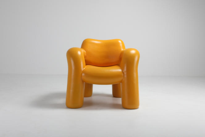 « Blown up Chair » de Schimmel and Schweikle, en plastique recyclé et vernis végétal.